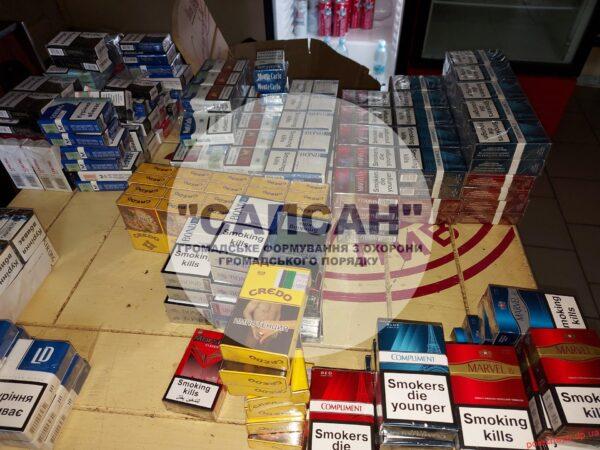 Перевірка правил торгівлі: у Новомосковську виявили точку збуту алкоголю та тютюну без документів