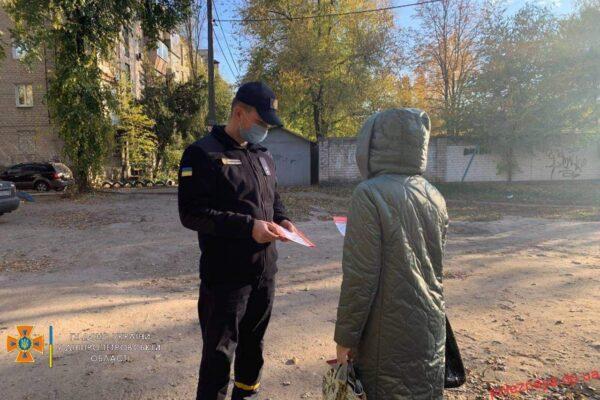 Вогнеборці Новомосковської пожежно-рятувальної частини поспілкувались із населенням міста